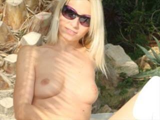 Geile Live Sex Blondine aus der Schweiz vor der Sexcam beobachten!